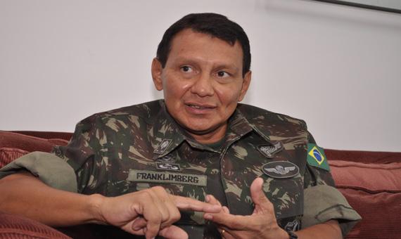 Resultado de imagem para general Franklimberg Ribeiro de Freitas